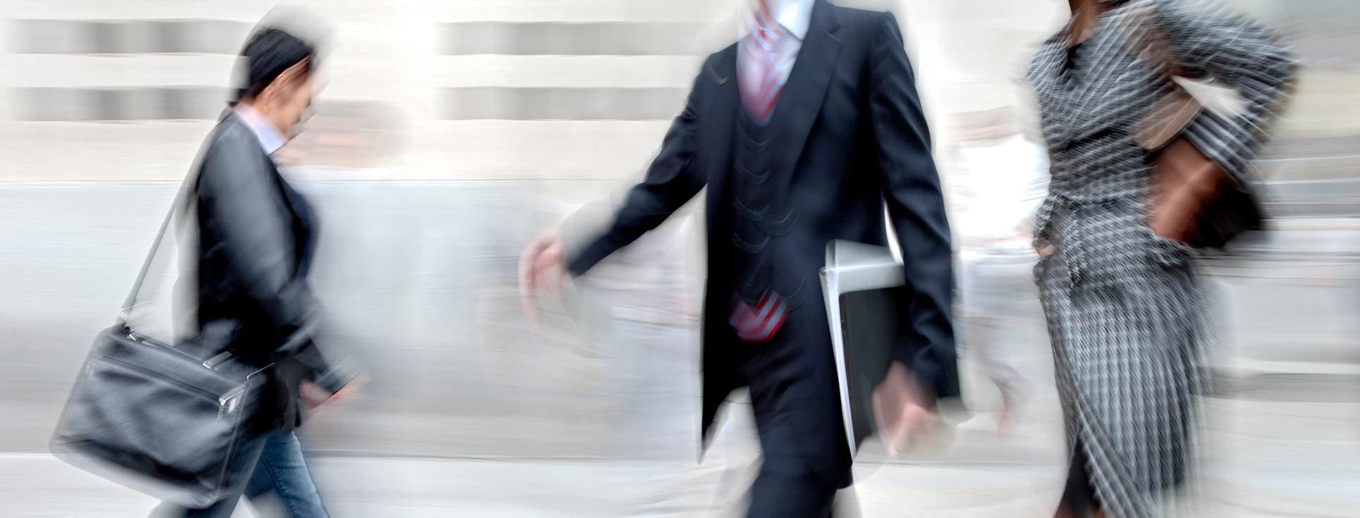 Stressade chefer och ledare susar förbi - ta tag i stressen och bli mer hållbar.
